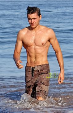 The Top 25 Best Pictures Of Zac Efron Shirtless ~Girl look at that body!