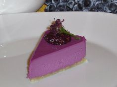 (via Sweetly Raw: Concorde Grape Cheesecake with Fig and Grape Puree ) Grape Pie Recipes, Concord Grape Recipes, Raw Food Recipes, Raw Desserts, Just Desserts, Recipe Collection, Delish, Cheesecake, Sweets