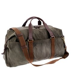 Inspired by vintage hunting gear, with a focus on timeless fabrics and a made-to-last construction in rugged waxed cotton canvas with heavy-duty shoulder straps and extra reinforcements to help it withstand repeated use. It's really the perfect bag—tough, roomy and fit for all occasions. (We think it's too good to be used just on the weekend.) Abingdon weekender item 52430