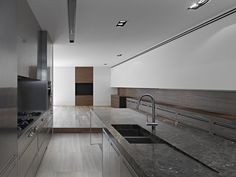 Interior detail of the Cassell Street House in Melbourne, Australia by b.e architecture Modern Interior Design, Interior Architecture, Residential Architecture, Kitchen Interior, Kitchen Design, Street House, Beautiful Homes, Beautiful Kitchen, House Design