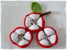 Dieser Greifball wurde wie ein Armish Puzzleball gearbeitet. Die kleinen Kinderhände können ihn besonders gut greifen und durch seine Farben können die Kleinen und auch die Großen können sich gut...