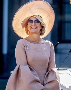 Dutch King and Dutch Queen attended a military award ceremony Dutch Queen, Dutch Royalty, Fighter Pilot, Summer Outfits, Summer Clothes, Queen Maxima, Utrecht, People Like, Netherlands