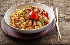 A kínai sült tészta receptje csirkével és zöldségekkel | femina.hu