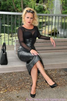 Crazy Outfits, Fall Outfits, Sexy Women, Women Wear, Leder Outfits, Black Magic Woman, Black Leather Skirts, Sexy High Heels, Wearing Black