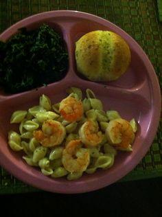 Shrimp Alfredo, spinach and bread