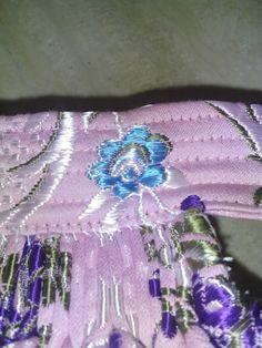 FALDA de FALLERA ( paso a paso)     Materiales necesarios:                 -Tela   -Forro   -Entretela   -Hilo   -Hilo hil... Steampunk Halloween, Cuff Bracelets, Cosplay, Costumes, Pink, Jewelry, Education, Fashion, Tela