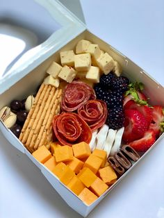 Charcuterie Gifts, Charcuterie Recipes, Charcuterie And Cheese Board, Charcuterie Platter, Catering, Comidas Light, Appetizer Recipes, Appetizers, Party Food Platters