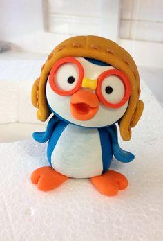 Pororo fondant figurine. Fondant Figures, Fondant Cake Toppers, Polymer Clay Figures, Penguin Cakes, Penguin Craft, Google Doodles, Cute Cakes, Moana, Gum Paste
