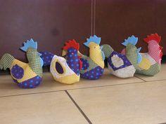 Freche Hühner sehen das ganze Jahr toll aus... Ich habe Hühner in 3 verschiedenen Größen, in den unterschiedlichesten Farben genäht.*Hier biete ic...