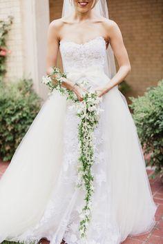 A Floral Trend We're Loving: Garland Wedding Bouquets Bride Bouquets, Bridesmaid Bouquet, Bridesmaids, Alternative Bouquet, Boutonnieres, Wedding Flower Inspiration, Wedding Flowers, Garland Wedding, Marie