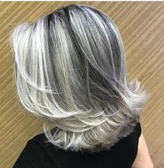 frosted hair for gray hair Grey Hair At 25, Silver Grey Hair, Short Grey Hair, Short Hair Over 50, Medium Hair Styles, Short Hair Styles, Grey Hair Styles, Frosted Hair, Gray Hair Highlights