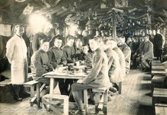 British troops in mess tent, Christmas 1918 (thevintageaviator.co.nz)