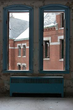 Danvers State Hospital, Danvers, Massachusetts. 1878-1992 Scary Places, Haunted Places, Abandoned Asylums, Abandoned Places, Session 9, Into The Abyss, Insane Asylum, Abandoned Hospital, Hospital Photos