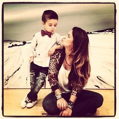 Este outfit puede ser perfecto alguna fiesta, se verán muy elegantes. ¿Te gusta? #mom #style #fashion #outfit #mommy #cool #beauty #fashionist #elegant