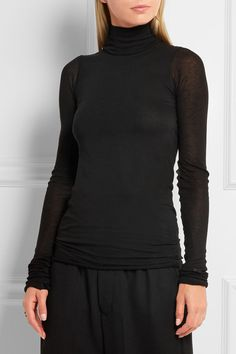 Black jersey Slips on 70% viscose, 15% nylon, 15% cotton Hand wash or dry clean Made in Italy