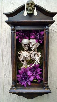 This is creepy but actually kind of cute for a Halloween shadow box. I'd use less flowers and more cobwebs, spiders etc! Halloween Prop, Holidays Halloween, Halloween Crafts, Halloween Decorations, Halloween Shadow Box, Skeleton Decorations, Halloween Forum, Halloween Mantel, Gothic Halloween