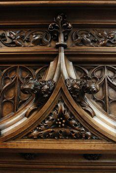 «BersoАнтик» - Каминный портал из ореха Gothic Furniture, Antique Furniture, Furniture Sets, Medieval Art, Wood Sculpture, French Antiques, Interior Decorating, Chandelier, Woodworking
