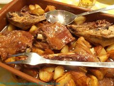 Pot Roast, Stew, Chicken, Meat, Ethnic Recipes, Food, Room Ideas, Living Room, Oven Recipes