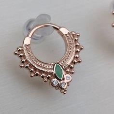 Emerald Earrings with Round Diamonds in Gold / Emerald Green Earrings / Emerald Stud Earrings / May Birthstone - Fine Jewelry Ideas Bvla Jewelry, Septum Piercing Jewelry, Daith Earrings, Body Jewellery, Cute Jewelry, Ear Piercings, Jewelry Accessories, Septum Ring, Septum Clicker