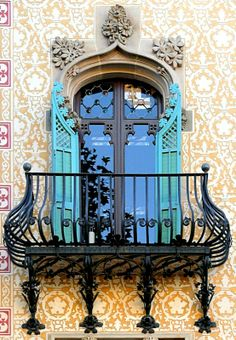 Barcelona Window. Casa Amatller. photo: Arnim Schulz.