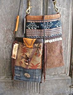 Bags & Handbag Trends : I'm not a south-west outfit person but these are nice size and the decorati Estilo Hippie, Hippie Chic, Hippie Style, My Style, Ethnic Style, My Bags, Purses And Bags, Medicine Bag, Boho Bags