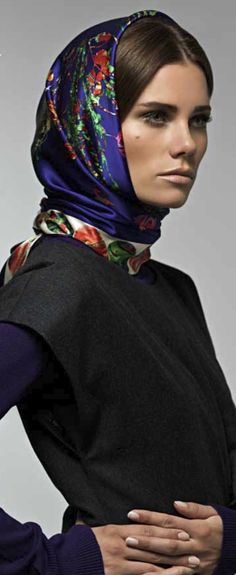 Aker Eşarp / Scarf - 2008-09 F/W Echo Scarves, Silk Scarves, Muslim Women Fashion, Head Wrap Scarf, How To Wear Scarves, Scarf Hairstyles, Square Scarf, Scarf Styles, Long Hair Styles