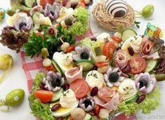 Wielkanocna sałatka z szynką i jajem