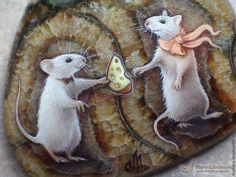 """Кулоны, подвески ручной работы. Ярмарка Мастеров - ручная работа. Купить Кулон """"Сыр для любимой"""". Handmade. Оливковый, миниатюра, мышки Painted Rock Animals, Painted Rocks, Egg Muffin Cups, Stone Painting, Rock Painting, Pet Rocks, Rodents, Guinea Pigs, Rock Art"""