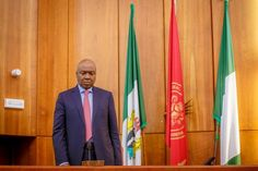 Ekpo Esito Blog: Saraki arrives Code of Conduct Tribunal in company...