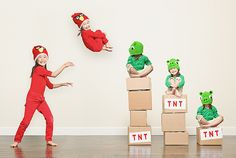 Photographer Jason Lee has raised the bar on real-life depictions of Angry Birds, even adorable ones, with this photo of his kids. Angry Birds, Funny Family Photos, Funny Pictures, Kid Pictures, Adorable Pictures, Hilarious Photos, Funny Images, Creative Photos, Creative Kids