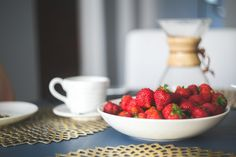 Scoop that Smoothie: Strawberry Smoothie Bowl Recipe by KidCo Kitchen
