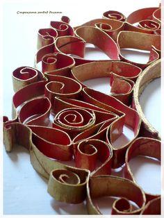 Страната отвъд дъгата: Червен венец от ролки тоалетна хартия