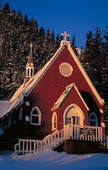 Little Chapel In Seward Alaska.saw that it was adorable .would be fun to go back in 20 years and renew our vows in that little chapel Old Country Churches, Old Churches, Catholic Churches, Monuments, My Father's House, Houses Of The Holy, Church Pictures, Take Me To Church, Church Architecture