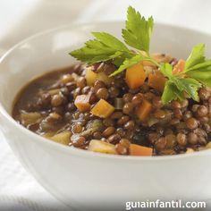 Receta tradicional de lentejas con verduras. Cómo preparar unas lentejas con verduras para la comida de los niños. haz una receta de lentejas con verduras, sana y nutritiva para los niños.