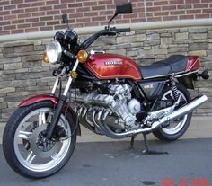 I once owned a very clean example of this red beauty. I have fond memories, great motor, the chassis was not ready for it, but still, fun was had. Vintage Honda Motorcycles, Honda Bikes, Cool Motorcycles, Honda Cbx 1050, Motorised Bike, Japanese Motorcycle, Touring Bike, Transporter, Classic Bikes