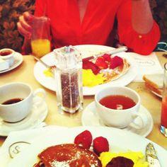Brunch at Sarabeth's in New York. Chocolate Fondue, Travelling, Law, Brunch, York, Desserts, Instagram, Tailgate Desserts, Dessert