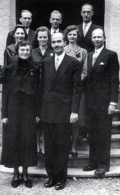 Empress Zita of Austria with her eight children. Standing in the back from left to right Archdukes Carl Ludwig, Rudolf and Robert, in the middle Archduchesses Adelheid, Elisabeth and Charlotte with Archduke Felix, in the forefront Empress Zita and Archduke Otto, 1962.