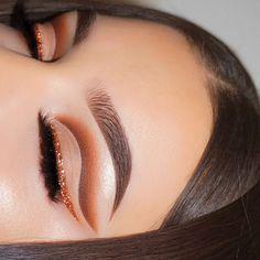 Orange Makeup Look - pinentry.top Orange Make-up-Look, Makeup Eye Looks, Smokey Eye Makeup, Cute Makeup, Skin Makeup, Eyeshadow Makeup, Yellow Eyeshadow, Sparkly Eyeshadow, Glow Makeup, Witch Makeup