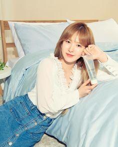 Wendy Son, Red Velvet Photoshoot, Red Velet, Girl Cakes, Cake Girls, Wendy Red Velvet, Funny Kpop Memes, Korean Model, Celebs