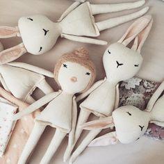 Messy studio with mini dolls everywhere! #minidoll #messystudio #lespetitesmains…