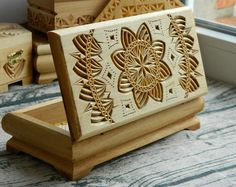Schmuck Box Rustic Home Decor Schatz Lagerung Schmuckstück Deckel 5. Jahrestag Hochzeit Geschenk Lindenholz Tabelle Herzstück Holzkiste