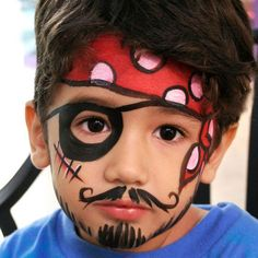 Easy Pirate Face Painting for a pirate party Pirate Face Paintings, Face Painting For Boys, Face Painting Designs, Paint Designs, Body Painting, Simple Halloween Face Painting, Kids Halloween Face Paint, Halloween Makeup For Kids, Pirate Makeup