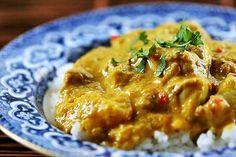 Curry Poulet-coco Blancs de poulet + oignons + tomates en dés + lait de coco + curry