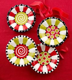 Brighten up dessert this Christmas with these colorful Christmas Ruffles Dessert Plates from Mud Pie! Ceramic Clay, Ceramic Painting, Ceramic Plates, Ceramic Pottery, Painted Pottery, Clay Plates, Dot Painting, Pottery Painting Designs, Pottery Designs