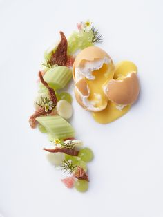Egg, Malheur (beer), chocolate, Dulcey (blonde chocolate), eggnog, brittle, celery, and granny smith by chef Sven Elverfeld. © Götz Wrage/The Ritz-Carlton Wolfsburg - See more at: http://theartofplating.com/gallery/?home=1&link=post-376#gallery55811