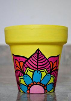Macetas pintadas a mano/ hand painted flowerpots Flower Pot Art, Flower Pot Design, Flower Pot Crafts, Clay Pot Crafts, Painted Plant Pots, Painted Flower Pots, Pottery Painting Designs, Posca, Garden Crafts