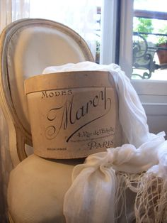 Vintage French hat box via vintagerosegarden: French Kissed — Vintage Hat Boxes, Vintage Decor, Shabby Vintage, French Hat, French Style, Pretty Box, Linens And Lace, Oui Oui, Hat Pins