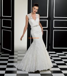 The FashionBrides is the largest online directory dedicated to bridal designers and wedding gowns. Find the gown you always dreamed for a fairy tale wedding. Inexpensive Wedding Dresses, Elegant Wedding Gowns, Open Back Wedding Dress, Wedding Dress With Veil, Wedding Dresses 2014, Wedding Dress Train, Wedding Bridesmaid Dresses, Wedding Dress Styles, Bridal Dresses