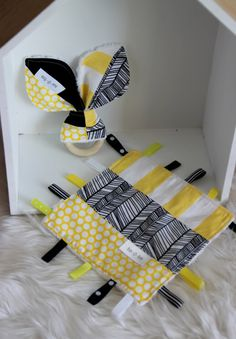 Bunny ears teething ring and taggy blanket pack.Designer cotton,minky back fabric.Yellow and black nursery Handgemachtes Baby, Baby Kind, Baby Toys, Baby Sewing Projects, Sewing For Kids, Baby Gifts To Make, Unique Diy Baby Gifts, Best Baby Blankets, Dou Dou
