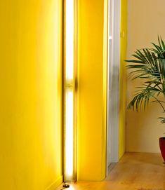 Lampade da parete a neon nella lamiera